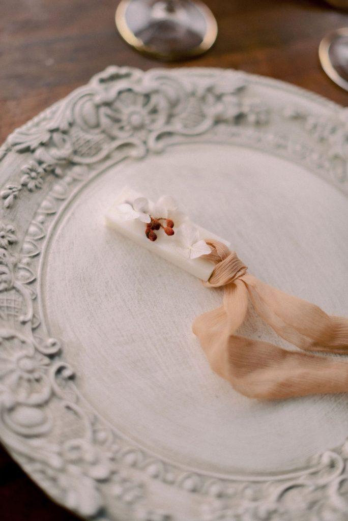 2021-09-LoveNozze-misenplace-idee-e-decorazioni-chic-per-la-tavola-del-tuo-matrimonio